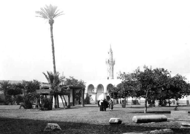 لم يبق شيء حاليا من المبنى الأصلي لمسجد عمرو بن العاص الذي بني عام 21هـ